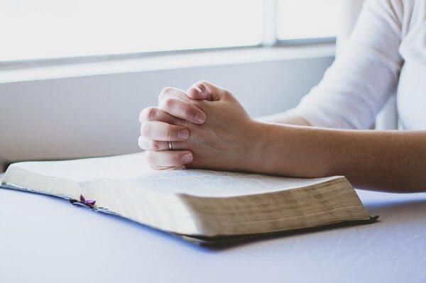 ejemplos de normas religiosas