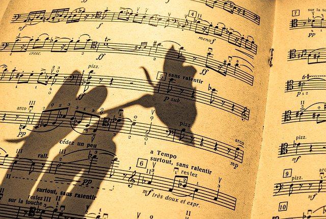 Ejemplos De Aliteración en canciones